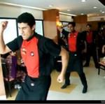 Indie - tu nawet kelnerzy musza tańczyć!