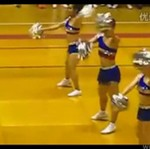 Facet tańczy z cheerleaderkami!