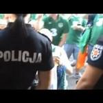 Kibice z Irlandii podrywają polską policjantkę