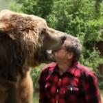 Wytresował niedźwiedzia jak psa