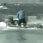 Walenie zaatakowały jego łódź