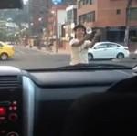 Niesamowity uliczny iluzjonista