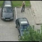 Facet przeżywa piekło na parkingu!