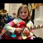 Ma 6 lat - i wymiata na gitarze!