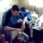 Nowa zabawa w Rosji - rozbijanie głową słoika