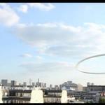 Z hula hop na dachu budynku