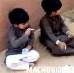 Małe arabskie dzieci PALĄ NA ULICY!