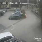 Szalony szlaban demoluje samochód