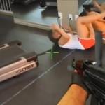 AK 47 kontra ludzie na bieżni