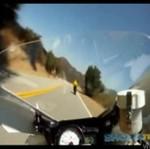 Motocyklista rozwalił się na prostej drodze!