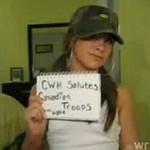 Hallie pozdrawia kanadyjskich żołnierzy