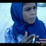 Mała dziewczynka z papierosem