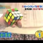 Ułożył kostkę Rubika... jedną ręką!