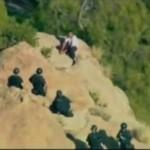 Aktor porno zabił kolege mieczem i SKOCZYŁ ze wzgórza!