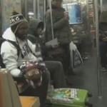 Brzuchomówca podrywa laski w metrze!