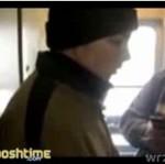 Nie miał biletu - więc WYSKOCZYŁ z pociągu!!!