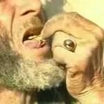 Zjadł żywego skorpiona