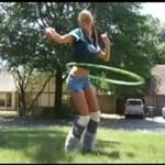 Mistrzyni kręcenia hula-hop powraca!