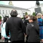 Polacy protestują - krzyż usunięty pod Pałacu Prezydenckiego!