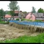 Powódź kontra most w małej miejscowości...