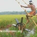 Indie - młyn napędzany siłą mięśni