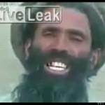 Afgańczyk prezentuje swój talent