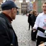 """Dziadek RZUCIŁ SIĘ na """"księdza""""!"""