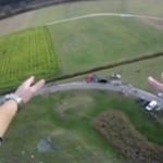 Skoczył na stos kartonów... z wysokości 50 metrów!!!