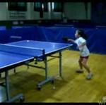 Mała Azjatka wymiata w ping ponga!