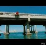 """Chłopaki z """"Jackassa"""" skaczą na bungee"""