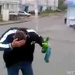 Chciał rozbić butelkę na głowie!