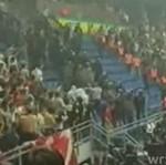 Szkoccy kibole demolują stadion