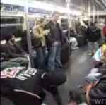 Pokaz taneczny w metrze