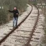 SZOK! Idiota ROZJECHANY przez pociąg! NA MIAZGĘ!