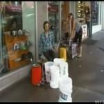 GENIALNY uliczny perkusista!