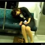 Zasnęła w metrze (JAPONIA)