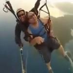 Skok ze spadochronu - dziadek nie wytrzymał!