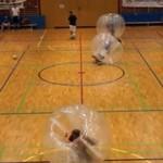 Rozgrywki piłkarskie... w balonach!