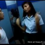 Azjata bije swoją dziewczynę!