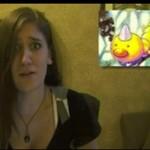 Dziewczyna naśladuje głosy pokemonów