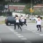 Studenci pilnują prawa na przejściu dla pieszych
