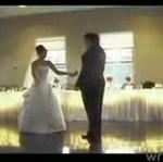 Odważny taniec pary młodej