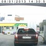 Blondynka tankuje samochód - OMG!