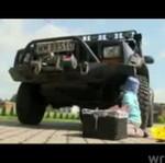 Filipek naprawia jeepa - SŁODZIAK!