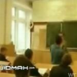 Rzucił się na nauczycieli... Z PIĘŚCIAMI!