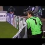 Bramkarz wysikał się... w czasie meczu Ligi Mistrzów!!!