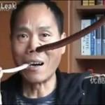 Co on robiz tym wężem!?