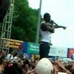 Akon, jesteś dupkiem!