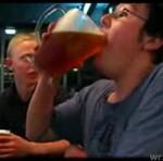"""Wychylił kufel piwa """"NA HEJNAŁ""""!"""