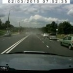 Idiota wjechał w zaparkowane samochody